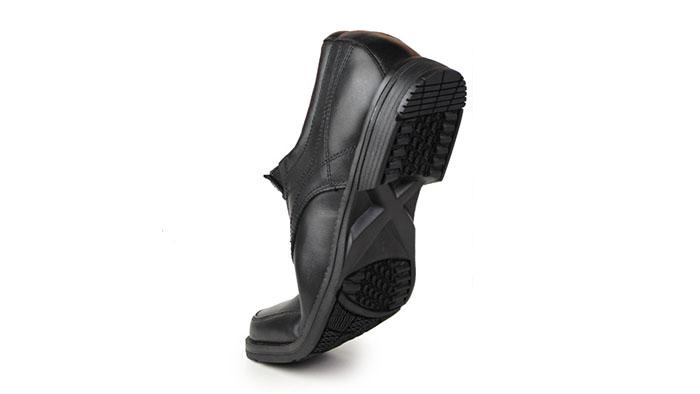 スニーカーのような革靴